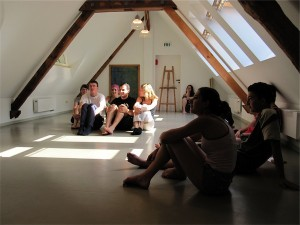 Die geheimnisvollen Proben der Theatergruppe / The mysterious rehearsals of theatre group