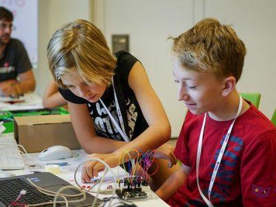 Titelfoto/Bildrechte: Junge Tüftler gGmbH, IT-Sommercamp durchgeführt von Junge Tüftler im Auftrag der Volkswagen AG